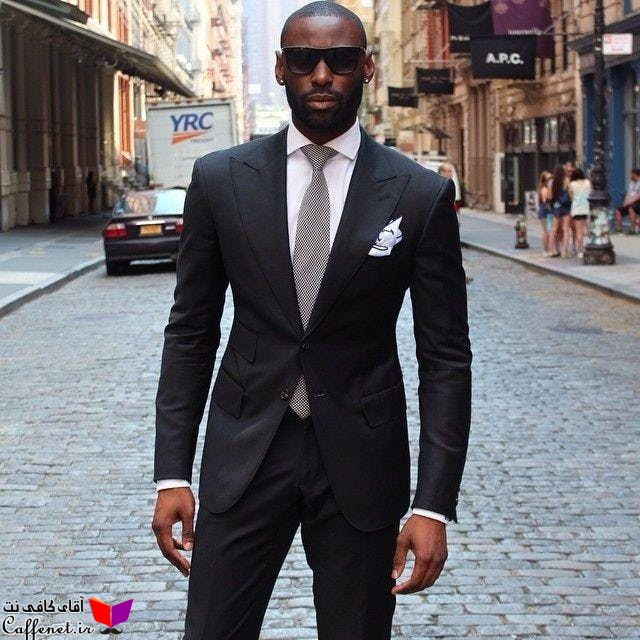 مدل سیاه پوست کت و شلوار